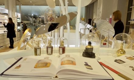 Romantiek in Parijs: parfum ruiken en thee proeven