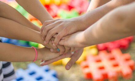 Familieband:  voor elkaar zorgen uit liefde