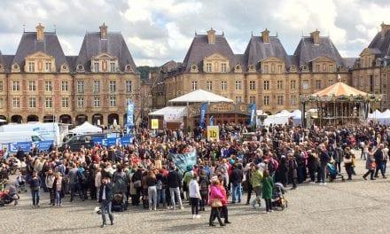 Poppen aan het dansen tijdens grootste marionettenfestival