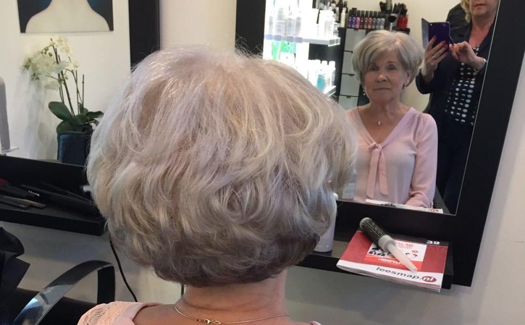 gelukkig met grijs haar