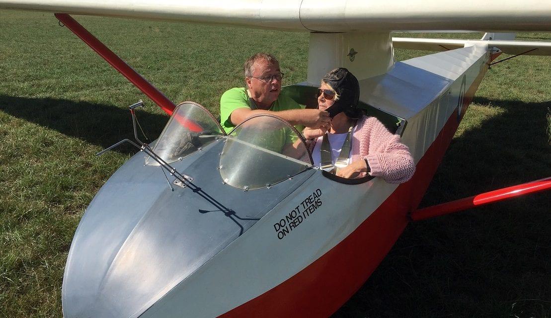 Mee in een zweefvliegtuig: nooit te oud voor avontuur!